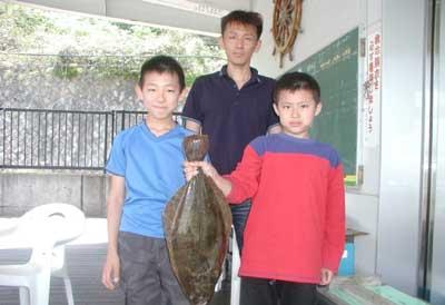 2011年5月8日(日)若狭湾でヒラメの58cmを釣られました