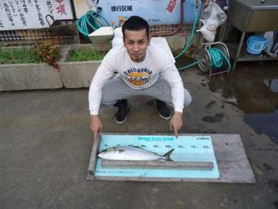 2011年11月2日(水)若狭湾でハマチの60cmを釣られました