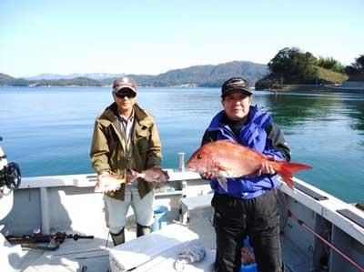 2012年4月7日(土)若狭湾で鯛の30cmを釣られました