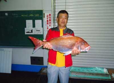 2012年5月27日(日)若狭湾で鯛の69cmを釣られました