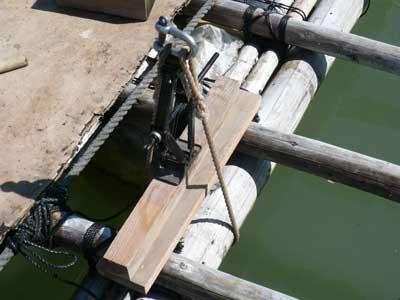 2011年9月23日(金)丸太同士を密着させて縛る必要があるのでジャッキを使用しました