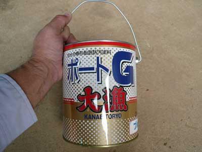 2011年12月4日(日)伝馬船に塗る船底塗料は漁協で購入しました