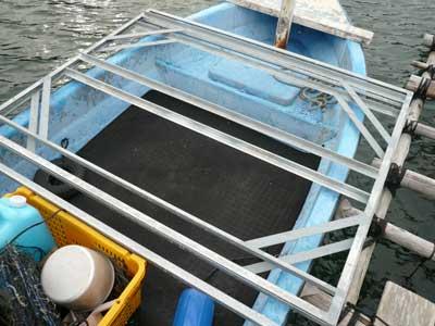 筏に固定するベースフレームを3基分運びました